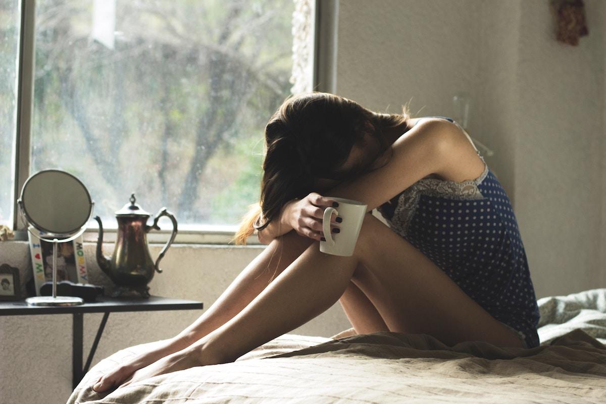 Vrouw ziek in bed